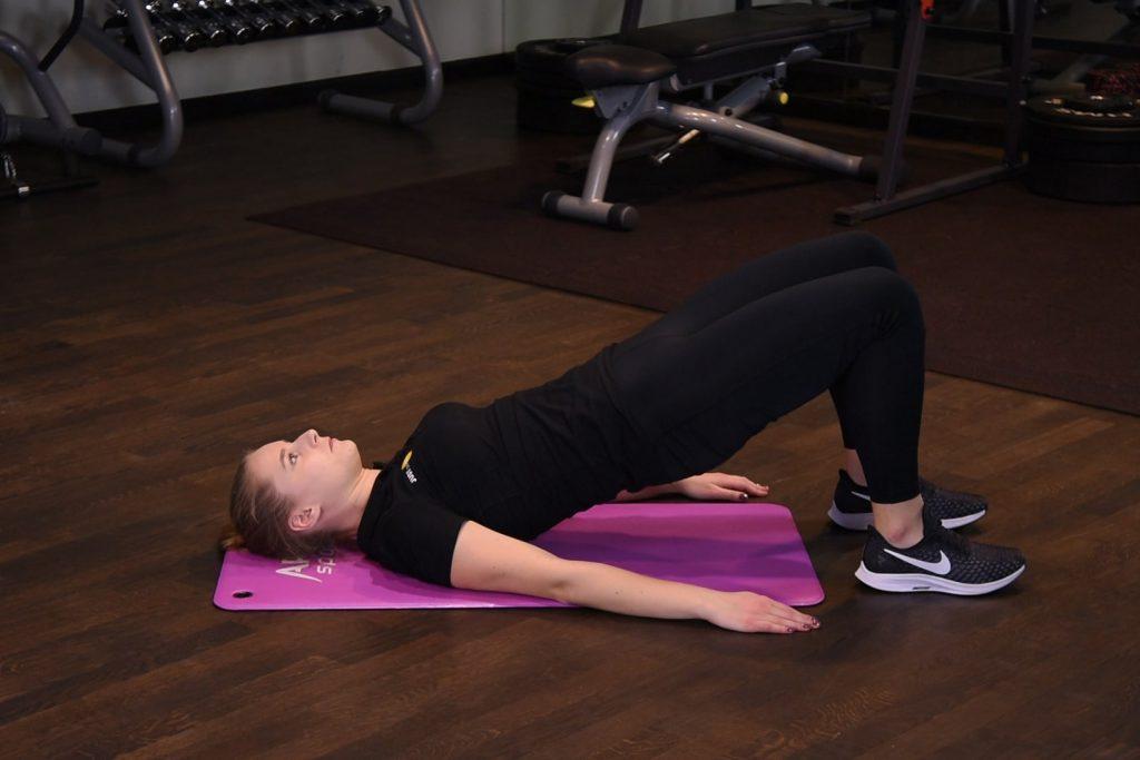 Wznosy bioder w leżeniu tyłem - just be fit