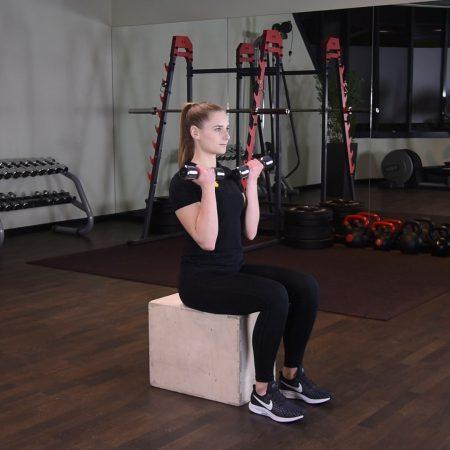 Ćwiczenie Arnoldki siedząc - just be fit