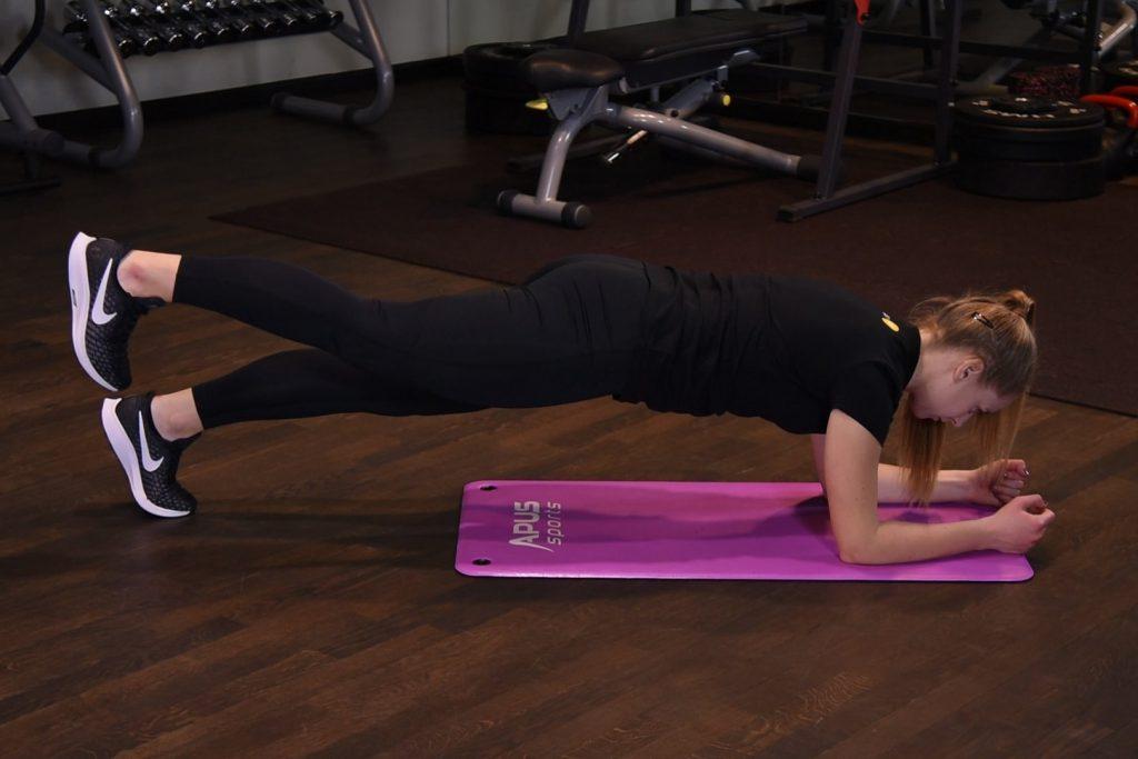 Plank z uniesieniem nogi