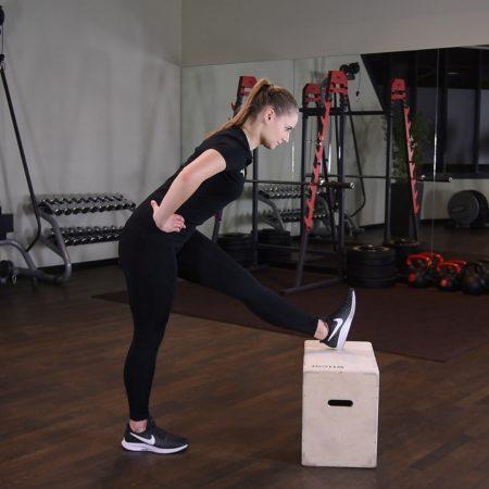 Rozciąganie tyłu uda z nogą na podwyższeniu just be fit