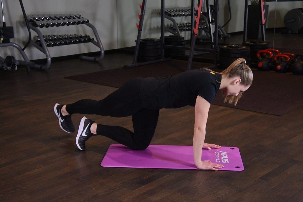 Unoszenie i przywodzenie nogi w klęku podpartym
