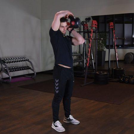 Ćwiczenie Halo- kettlebell wokół głowy - just be fit
