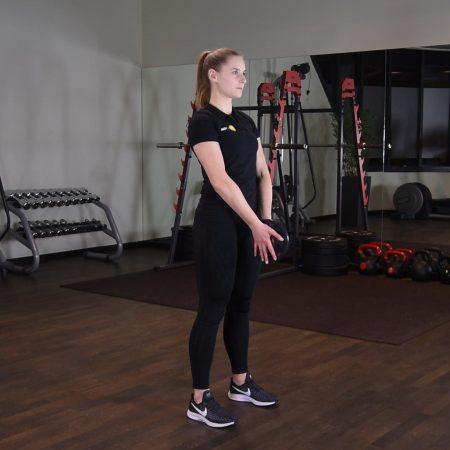Ćwiczenie svend press czyli unoszenie ciężarka przodem